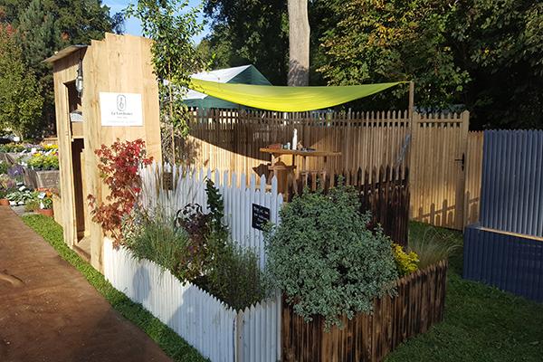 Exposition treillage décoratif pour jardinière en bois de châtaignier